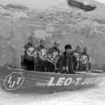 Série 6 no 63: Équipe de Léo-T. Julien pour la course en canot sur le Fleuve St-Laurent, le 23 février 1963. Photographe, Lefaivre & Desroches.
