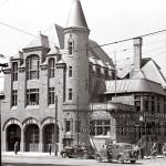 8-61 : Caserne de pompier numéro 30 sur l'avenue Laurier à Montréal en 1942. Photographe Georges Beullac