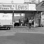 Un camion de la boulangerie R. SAMSON inc. sur le quai d'embarquement à la traverse de Lévis à Québec en 1970