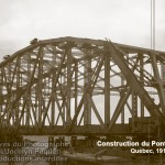 Construction du pont de Québec en 1916 (Transport de la travée centrale)